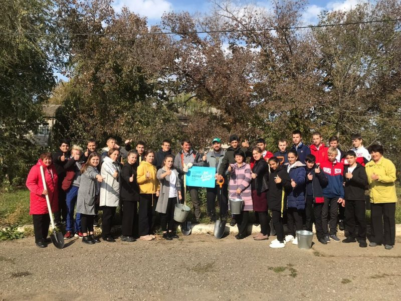 Не только тренинги! Участники Недели гражданского образования из России посадили деревья